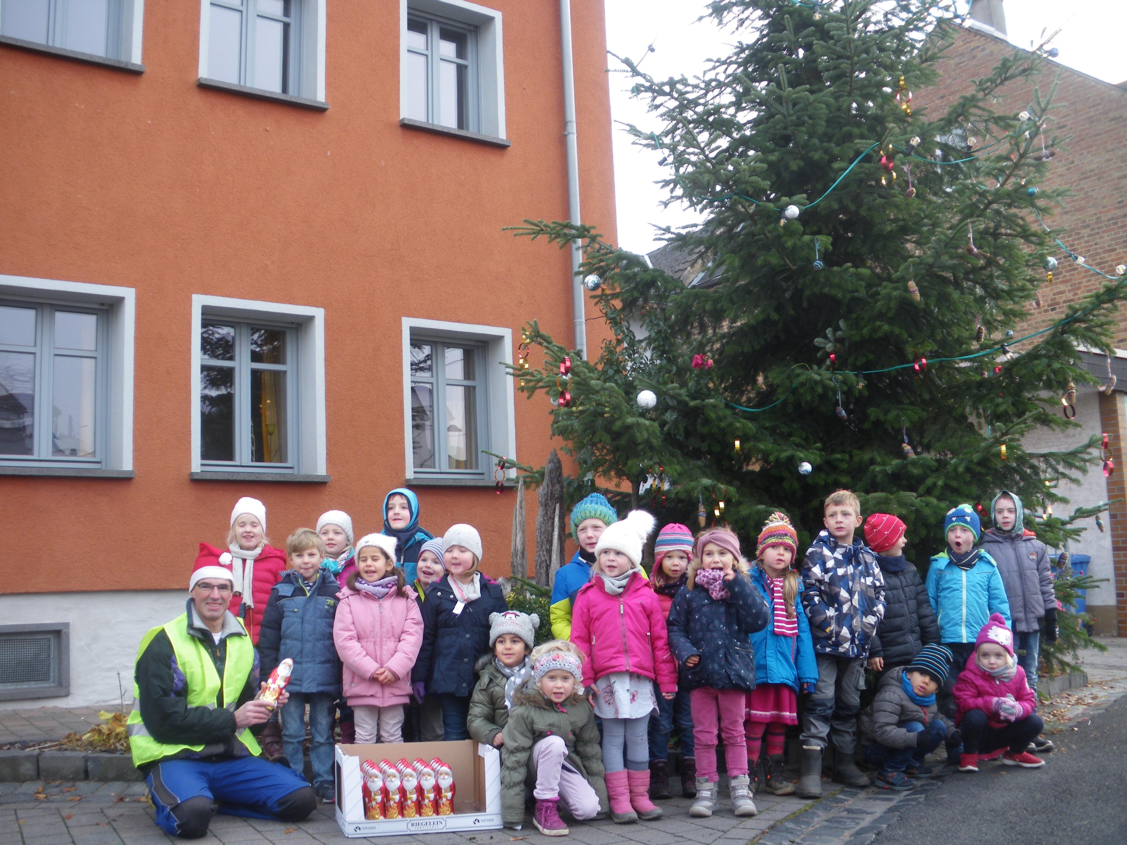 28.11.2018 Tannenbaumschmücken mit Kindergarten