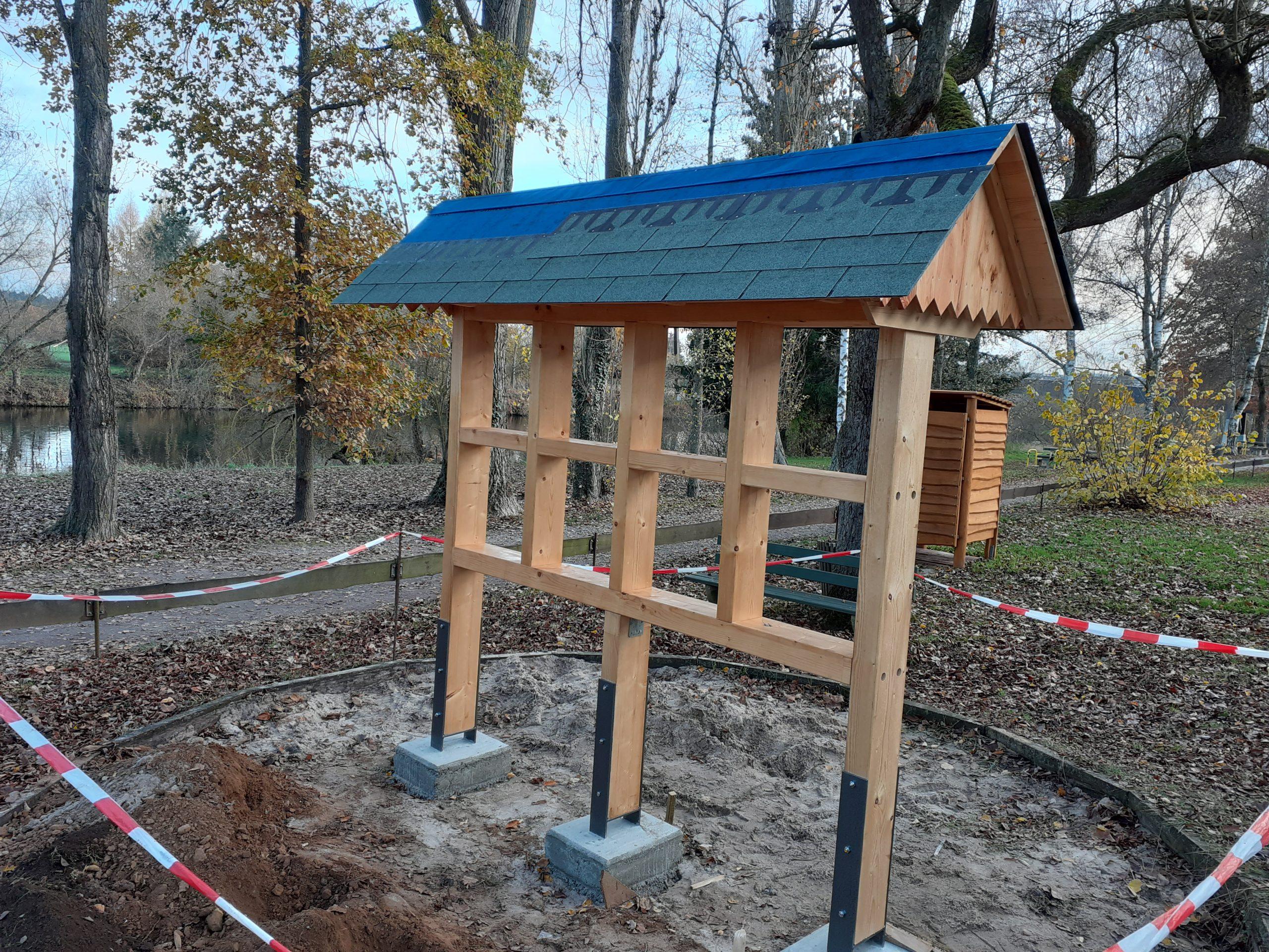 Insektenhotel kurz vor Fertigstellung